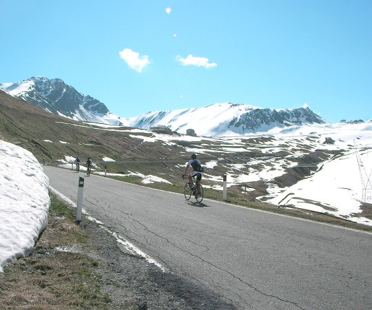 Road and mountain-bike holiday in Bormio